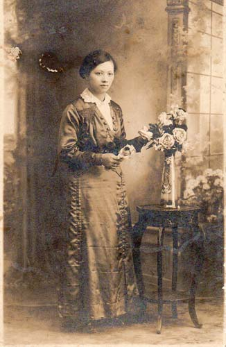 Rose Fok in Hong Kong, c 1903. Reproduced courtesy Paul Kwok.