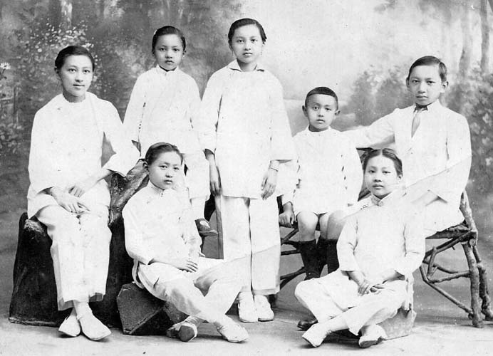 Edward Kwok (third from right) with his six siblings, late 1910s. Reproduced courtesy Paul Kwok.