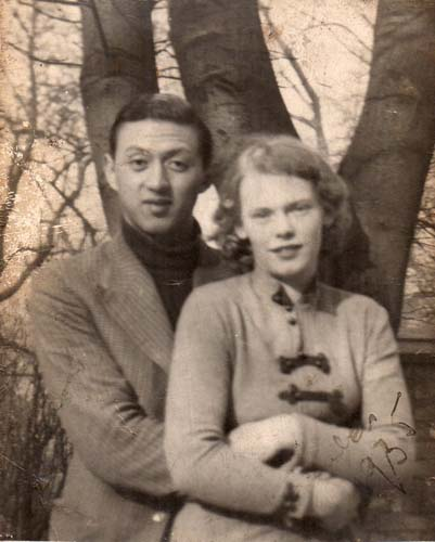 Edward Kwok and Edith Spliid in England, 1935. Reproduced courtesy Paul Kwok.