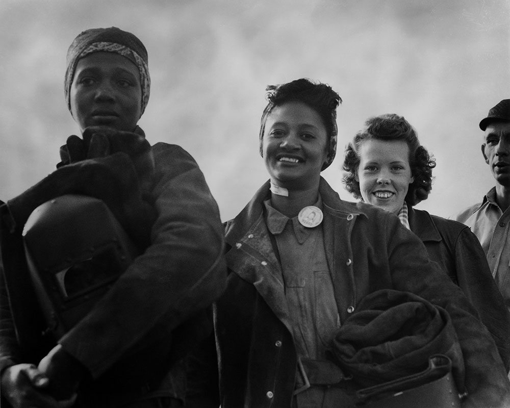 Women line up for paychecks. Richmond Shipyards. Photo by Dorothea Lange. 1942/43 Courtesy Oakland Museum of California.